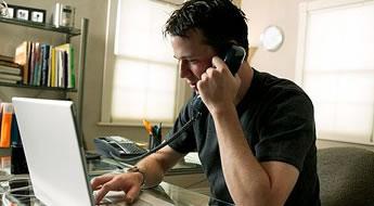 Trabalhar em um escritório em caso exige muita disciplina e postura profissional