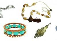 O segmento de confecção de bijuterias é uma ótimo opção para quem deseja montar um negócio próprio que pode ser estruturado em um home office. Veja como ganhar dinheiro com a montagem de bijuterias em casa.