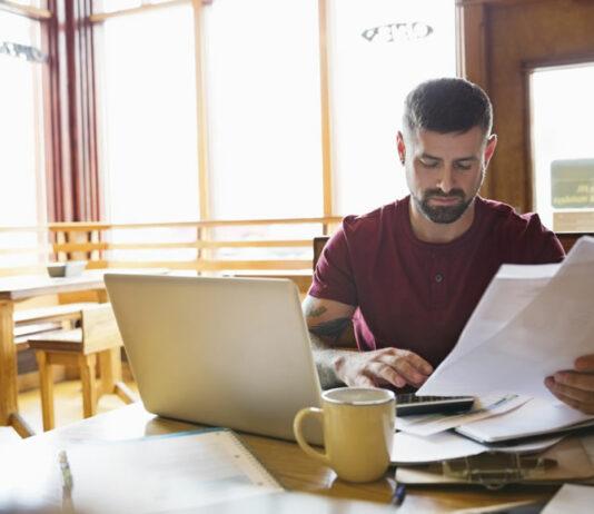 Veja algumas ideias de negócios para montar em casa. Sugestões de empreendimentos que você pode montar dentro da sua própria casa. Conheça algumas opções de negócios de baixo investimento para montar em sua própria casa.